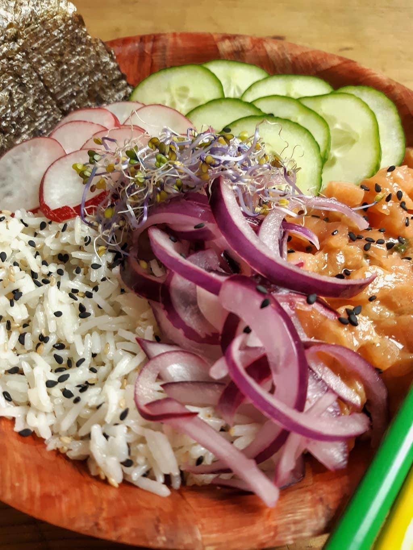 sushi bowl de salmón