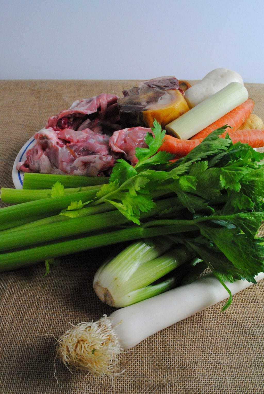 caldo de pollo con verduras casero