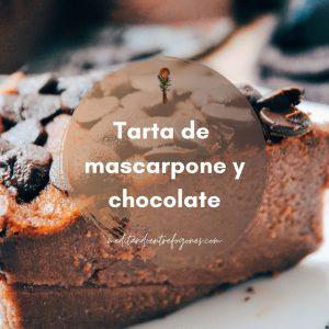 Trozo de tarta de mascarpone y chocolate